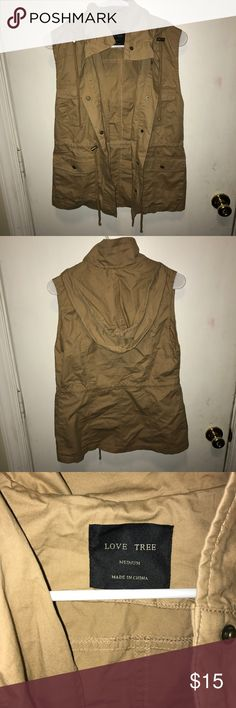 Cargo Vest been worn a handful of times. super cute paired with a long sleeve shirt, dark jeans, and a pair of riding boots in the fall! :) take advantage of my sales to get more for your money! ☺️ 1. bundle any three items with the same emoji and pay that price for all of it! (💟= $15 and ✴️= $25) 2. buy one get one 50% off EVERYTHING in my closet (of equal or lesser value) 🎉🎉 Jackets & Coats Vests