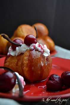Babà al cointreau con ciliegie cotte - In the mood for pies Savarin, Biscotti, Tea Time, Cherry, Pudding, Yummy Food, Sweets, Cookies, Baking
