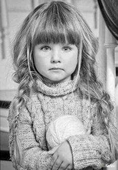 Pencil drawings....anyone know who the artist is? Please comment. More
