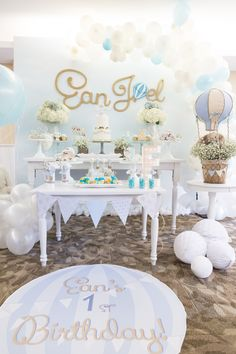 29 Ideas Baby Shower Ideas Decoracion Boys Dessert Tables Hot Air Balloon For 2019 Baby Shower Balloons, Baby Shower Themes, Baby Boy Shower, Shower Ideas, Birthday Table, Baby Birthday, Birthday Parties, Baptism Party, Baby Party
