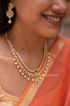 Pearl Necklace Designs, Jewelry Design Earrings, Gold Earrings Designs, Gold Jewelry, Gold Necklaces, Jewellery Designs, Jewelry Accessories, Gold Stud Earrings, Jewelry Findings