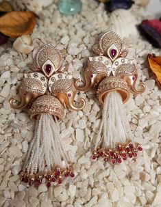 Stunning & Affordable Jewellery Brands For The Budget Brides Source by shaadiwish Indian Jewelry Earrings, Indian Jewelry Sets, Jewelry Design Earrings, Gold Earrings Designs, Indian Wedding Jewelry, Bridal Jewelry, Jewelry Box, Baby Jewelry, India Jewelry