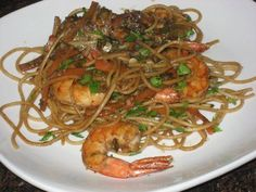 Tallarines chinos con camarones Asian Recipes, Ethnic Recipes, 30 Minute Meals, Japchae, Seafood, Spaghetti, Cl, Japanese Food Recipes, Spanish Food