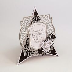 Blog tonic: Tonic Craftinator - Deco Trellis - a pyramid card from Karen