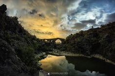 Dall'interno del fiume Simeto, il Ponte dei Saraceni risalente al IX secolo. - Adrano (CT) - Foto scattata da Massimiliano Pedi con α6000  Facebook: https://www.facebook.com/massimilianopedi.photography/ 500px: https://500px.com/maxcrack