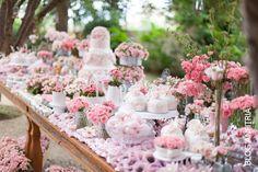 festa infantil com decoração de jardim para meninas, beautiful dessert table with flowers,  Anfitriã como receber em casa, receber, decoração, festas, decoração de sala, mesas decoradas, enxoval, nosso filhos