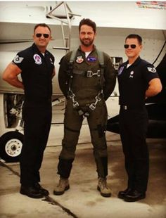 Gerard Butler flying with the Thunderbirds