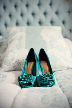Zapatos novias colores. Style Me Pretty