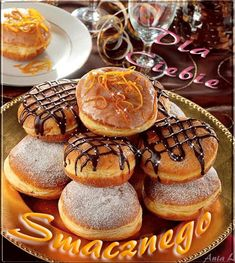 In Poland, Fat Thursday is called Tłusty Czwartek. People purchase their favorite pastries from their local bakeries. Traditional foods include pączki, which are large deep-fried doughnuts, usually filled with rose jam and topped with glazed sugar Polish Desserts, Polish Recipes, Polish Food, Types Of Donuts, Recipe Of The Day, Doughnuts, Sweet Tooth, Bakery, Muffin