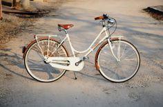 BICI GANNA MODELLO DISCOVERY DONNA CON CAMBIO 3 VELOCITA' SHIMANO NEXUS CON PORTACESTO  COLORI: CREMA - PISTACCHIO - ROSA ANTICO  PER ULTERIORI INFORMAZIONI SUL PRODOTTO:  http://www.ganna-retro.it/it/biciclette/lusso-donna-3-v-_6_21.htm