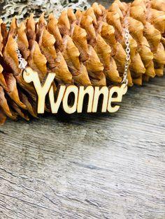 Freue mich, euch diesen Artikel aus meinem Shop bei #etsy vorzustellen: Namenskette personalisiert, Kette mit Namen, Namenskette personalisierbar, Holz Schmuck, Anhänger Gravur , Boho Schmuck, Dread Schmuck, Dread Jewelry, Boho Jewelry, Pendant Jewelry, Unique Jewelry, Perfect Mother's Day Gift, Unique Gifts, Handmade Gifts, Recycled Wood, Stainless Steel Chain