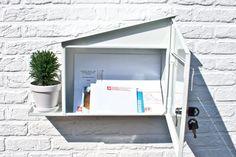 Designer Marcial Ashayane ontwierp deze leuke Green Mailbox met plaats voor een plantje