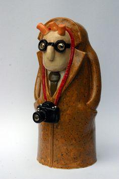 Man and camera! Ceramic Decor, Doodle Drawings, Clay Art, Three Dimensional, Carving, Ceramics, Photo Art, Bird, Dolls