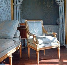 Blue #vintage #antique #antiques #home #living #decor #interior #design #interiordesign #furniture #sofa #chair #light #lights #lighting #chandelier by ettiene_no.33
