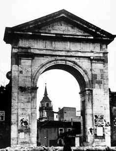 Old Gateway to Madrid, Alcala de Henares, Madrid, Spain Foto Madrid, Study Abroad, Old Pictures, Old World, Big Ben, Netherlands, Spain, Europe, Italy