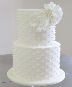Petit Dots. A perfect cake for an intimate, stylish and modern wedding. Really like this idea! This may be it!!!