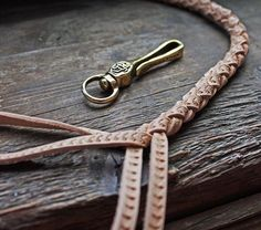 «#leatherleash #chainhook #keyhook #leatherhandcraft #leatherworks…