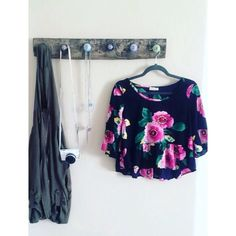 Floral Cropped Peplum Top Let me know if you have any questions! ✖️ peach royal Tops Crop Tops