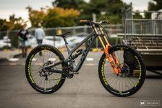 A closer look at Pivot's soon to be released big-wheel DH bike. Downhill Bike, Mtb Bike, 29er Mountain Bikes, Mountain Biking, Velo Dh, Full Suspension Mtb, Mountian Bike, Ride Or Die, Cool Bicycles