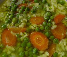 Jednoduchá polievka z jarnej čerstvej zeleniny vhodná najmä pre deti. Jej chuť je veľmi jemná, pohladí každé bruško. Je dobré mať po ruke v mrazáku vždy pripravený vývar, najlepšie kurací. Potom máte takúto fajnovú polievku hneď rýchlo hotovú.