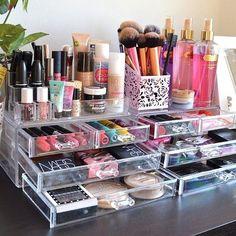 42 gorgeous makeup organization for your room my makeup vanity via andeelayne Organizer Makeup, Make Up Organizer, Make Up Storage, Makeup Organization, Storage Ideas, Clear Makeup Storage, Muji Storage, Makeup Holder, Storage Drawers