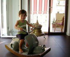 Scooter Vespa vintage à bascule pour enfant | l'univers de l'enfant | Scoop.it