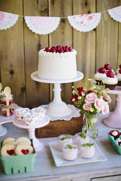 Absolutely stunning dessert table | 10 Delightful Dessert Table Ideas - Tinyme Blog
