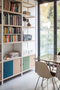 With a large low capacity of 80 kg per level, Kewlox bookshelves are a storage solution for a designer living room. Shelf Inspiration, Interior Inspiration, Tv Furniture, Kitchen Furniture, Plank, Bookshelves, Living Room Designs, Decoration, Sweet Home