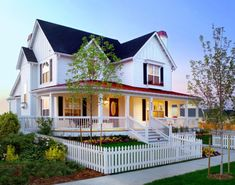 Informal super Picket Fence decorating ideas for Magnificent Exterior Farmhouse design ideas with board and batten chimney curb appeal farmhouse front porch front yard gables Modern Farmhouse Exterior, Farmhouse Design, Farmhouse Style, Farmhouse Front, Victorian Farmhouse, White Farmhouse, Industrial Farmhouse, Modern Industrial, Farmhouse Decor