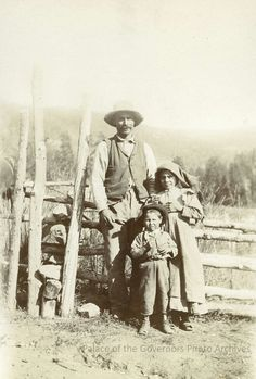 Man with children posing by a fence in Mora Valley, NM. Circa 1895. #moravalley #moravalleynm #moravalleynewmexico #newmexico #oldnewmexico