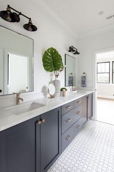 Bathroom Decor Greenery adds a pop of color to the bathroom - Marble Bathroom Dreams Modern Master Bathroom, Modern Bathroom Design, Bathroom Interior Design, Small Bathroom, Boy Bathroom, Bathroom Vanities, Bathroom Design Software, Best Kitchen Design, Jack And Jill Bathroom
