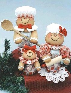 Gingersnaps Gingerbread Family with couple & baby