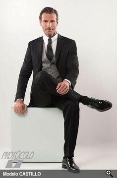 En Giancarlo Novias Parla encontraras preciosos y elegantes trajes de novio y padrino de la marca Protocolo. Novios distinguidos y elegantes que quieren para el dia de su boda un traje especial con una amplia variedad de complementos entre los que destacariamos los celebres chalecos de la marca Protocolo, corbandas, corbatas, tirantes o cinturones, gemelos y zapatos de la mas alta calidad te esperan en Giancarlo Novias, date prisa existencias limitadas. Tlf 91 699 94 94 Protocolo Novios