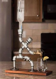 günstige industrielle rohr lampen diy ideen … - Diy Home Ideas Alcohol Dispenser, Beverage Dispenser, Alcohol Bar, Drinks Alcohol, Whiskey Dispenser, Diy Casa, Pipe Lamp, Bars For Home, Home Projects