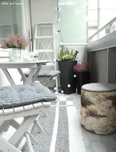 syysparveke – white and sweet. Small Balcony Garden, Porch And Balcony, Balcony Ideas, Beautiful Houses Interior, Beautiful Homes, Apartment Balconies, Ikea, Sweet Home, Terrazzo