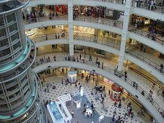 Mall of America, Minnesota.  Mall of all malls.  Overwhelming!!!!