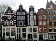 """Patrick: De verschillende gevels zorgen voor een leuke variatie. Dit kan gebruikt worden in de wijk om te zorgen dat er geen """"eenheidsworst"""" ontstaat maar dat er een mooier straatbeeld ontstaat.  http://buildingstories.nl/wp-content/uploads/2013/01/Wandeling-Hofjes-Grachtenpanden-Amsterdam_Building-Stories.jpg"""