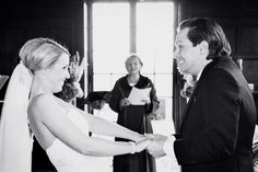 Belangrijke #tipvandeweek Kijk elkaar aan, en geef elkaar je antwoord, als de trouwambtenaar jullie de trouwvraag stelt!