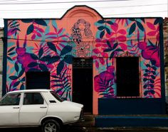 Casa pintada por Remedios, en Medellín - Colombia Fotos de @medellinstreetart y @mickwho