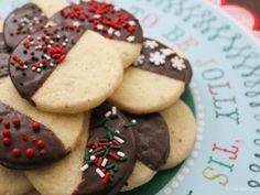 Vanilla Cardamom Shortbread Cookies :http://www.milkandcardamom.com/2014/12/15/vanilla-cardamom-shortbread-cookies/