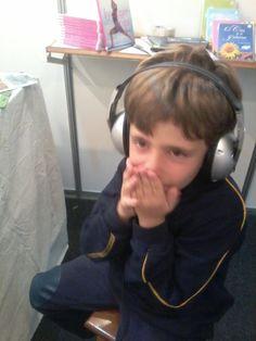 Olha só a reação desse aluno do Colégio Miguel de Cervantes, ao escutar o audiolivro 5 Lendas Brasileiras. Escute um trecho você também em:http://www.livrofalante.com.br/novo/infanto-juvenis/5-lendas-brasileiras-download.html