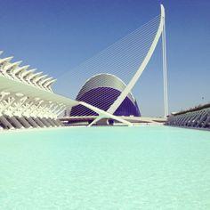 Ciudad de las Artes y las Ciencias. Pont de l'Assut de L'Or y Ágora . Valencia. Spain