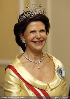 Queen Silvia wore this tiara for one of the dinners during the Swedish State Visit to Austria in November Victoria Prince, Princess Victoria Of Sweden, Royal Tiaras, Tiaras And Crowns, Queen Silvia, Queen Elizabeth, Queen Of Sweden, Swedish Royalty, Royal Queen