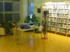 Kirjastossa on lainattavana myös kuntoiluvälineitä esimerkiksi sykemittareita. Yleensä nämä ovat olleet hyvin näkyvillä mutta nyt muutosten jälkeen nämä löytyivät kirjaston nurkasta.