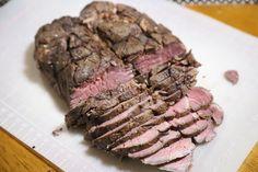 ジャンボロースステーキをローストビーフ  焼くと硬くて不味いがAnovaすると美味しくなる。   54.5度 8時間 塩は2.1%塗り込み ブラックペッパーバラバラ