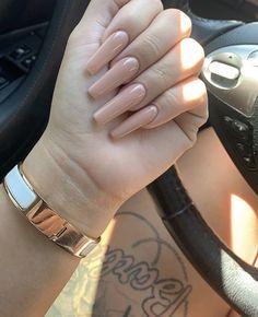Semi-permanent varnish, false nails, patches: which manicure to choose? - My Nails Acrylic Nails Nude, Long Square Acrylic Nails, Simple Acrylic Nails, Simple Nails, Long Square Nails, Coffin Nails, Beige Nails, Pink Nails, My Nails