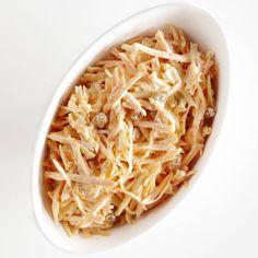 Romige wortelsalade met appel en rozijnen Bbq, Ethnic Recipes, Food, Salads, Barbecue, Barrel Smoker, Essen, Meals, Yemek