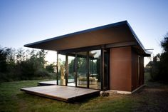 This is a writer's cabin. That someone can buy me. This modern cabin by Olson Kundig Architects is open to nature with glass walls on three sides. It has 500 sq ft of studio living space. Small Modern Home, Modern Contemporary Homes, Modern Tiny House, Modern House Plans, Modern House Design, Small Contemporary House Plans, Architecture Romane, Architecture Baroque, House Architecture