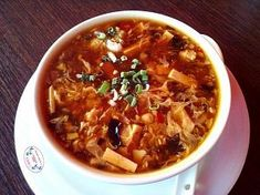 Ostrokyselá čínská polévka Hot And Sour Soup, Pho, Chinese Food, Chili, Curry, Food And Drink, Cooking Recipes, Ethnic Recipes, Soups