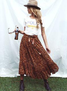 Tee-shirt esprit vintage + jupon bohème = le bon mix (look Spell and The Gypsy - photo Pixie Bella)